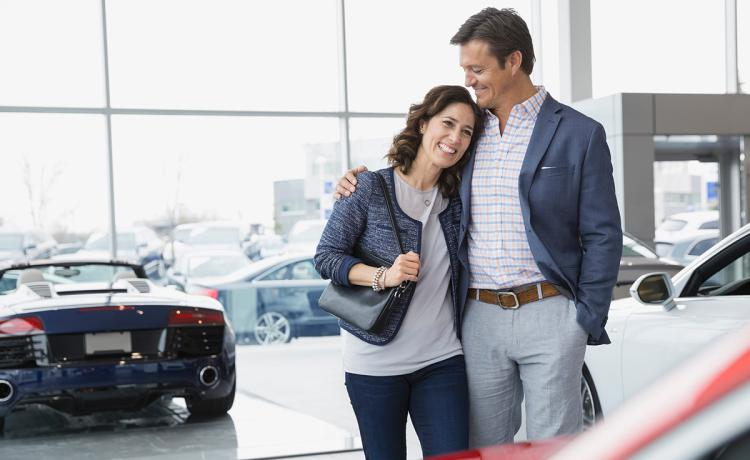 couple-car-dealer
